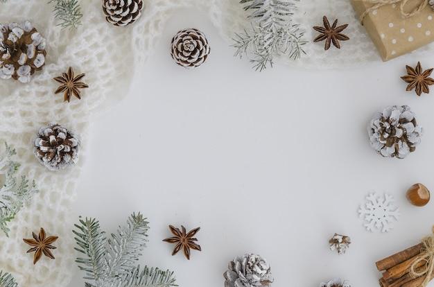 クリスマスの新しい年2019フレーム。クリスマスの手作りの贈り物。