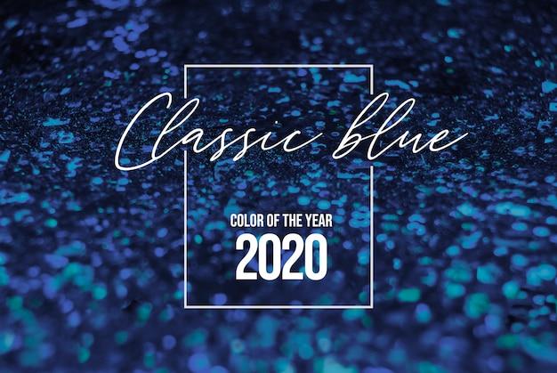 古典的な青いキラキラ光沢のある背景。 2020年の色、印刷、ウェブデザインのための深い古典的な青い見本と青いパレット。 2020年のトレンドクラシックブルーの色の織物布。