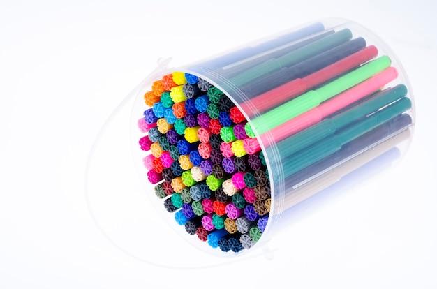 Много цветных маркеров в упаковке. счастливый новый год 2020 год крысы
