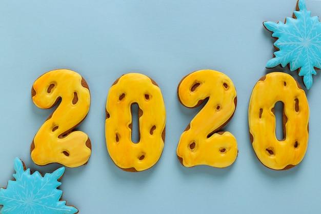 数字2020の形のジンジャーブレッドクッキー、クリスマスやノエルの休日、幸せな新年の贈り物