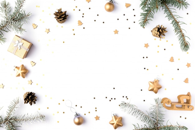 クリスマスの壁紙。白で隔離される2020。