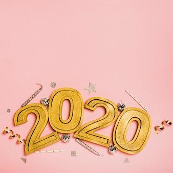 コピースペースを持つ番号2020と新年あけましておめでとうございます