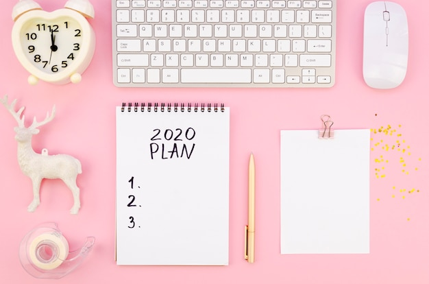 Вид сверху 2020 резолюций план с цифровыми устройствами