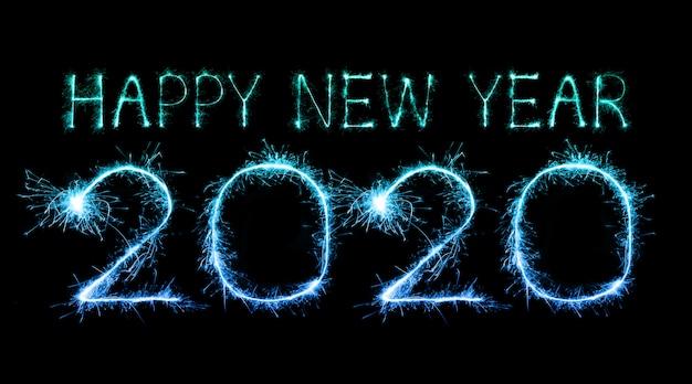 2020 с новым годом фейерверк с бенгальскими огнями ночью