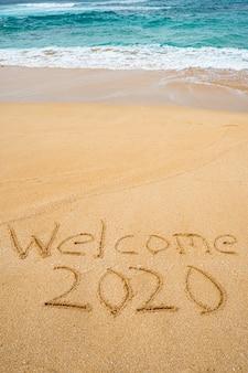 Добро пожаловать 2020 написано в песке