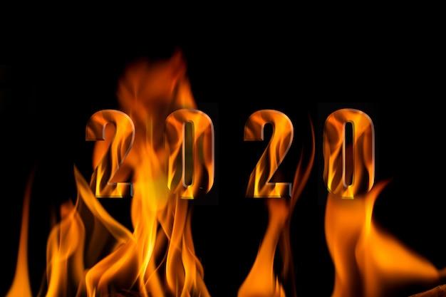 黒、美しい火の炎、黒の背景に分離された火のアルファベット2020