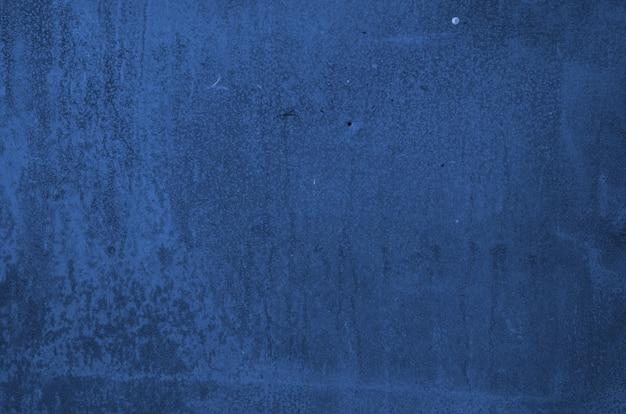 背景のグランジ壁のテクスチャ。クラシックブルー。 2020年の色。トレンディな色。