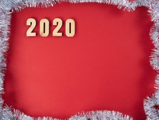 Символ из числа 2020 на красном фоне