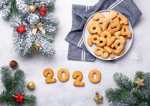 2020年の形の新年クッキー