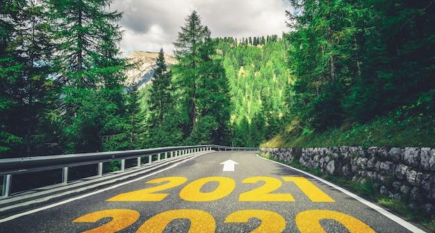 Новогоднее путешествие на 2021 год: путешествие и концепция видения будущего