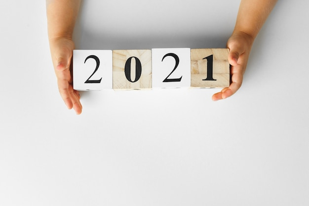 2021 числа на белом фоне, вид сверху