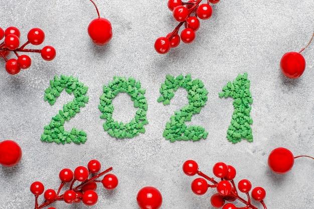 2021 anno fatto di candele.concetto di celebrazione del nuovo anno.