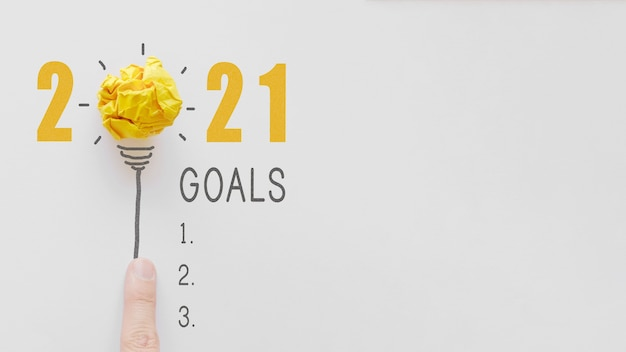 2021 yellow paper light bulb, new year goal checklist