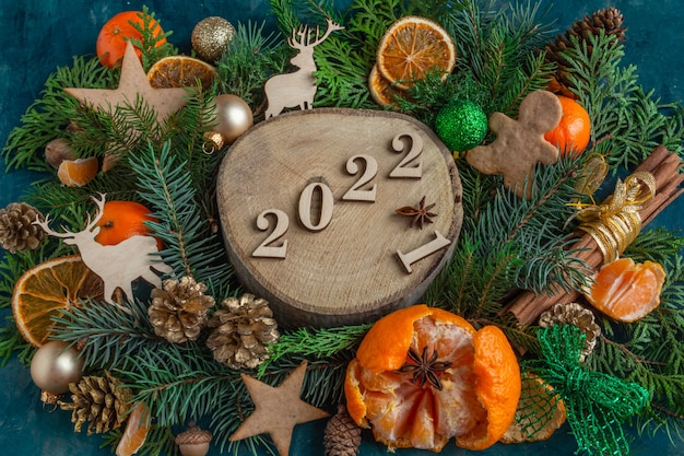 2022 christmas and new year compositions on a green background gingerbread cookies flat lay