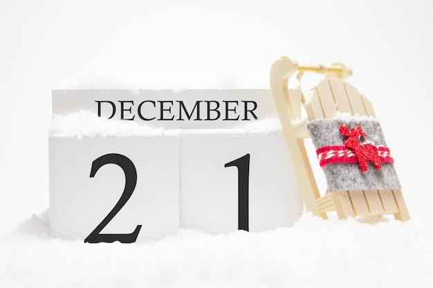 冬月の21日の12月の木製カレンダー。