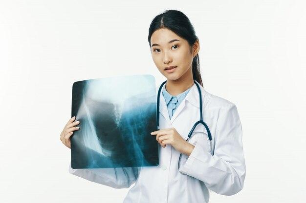 Азиатская женщина-врач грипп и вирус в китае, коронавирус 219-нков
