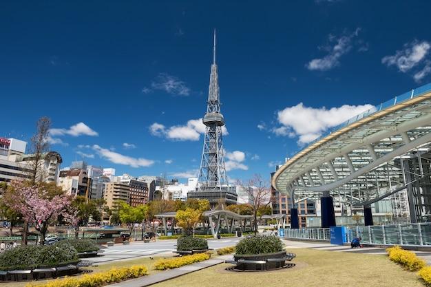 春のオアシス21とテレビ塔、名古屋
