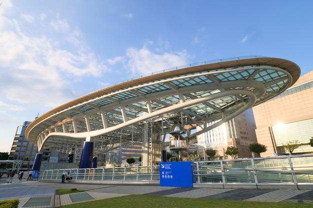名古屋のダウンタウンにある名古屋テレビ塔とオアシス21。
