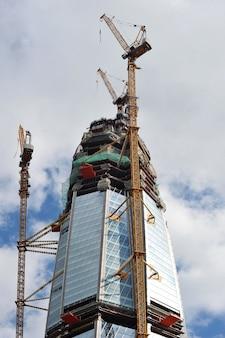 Санкт-петербург, россия с 23 июля 2017 года: строительство высотного здания лахтинского центра