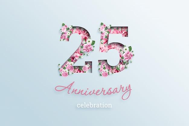 碑文25数と記念日のお祝いtextis花、光の上