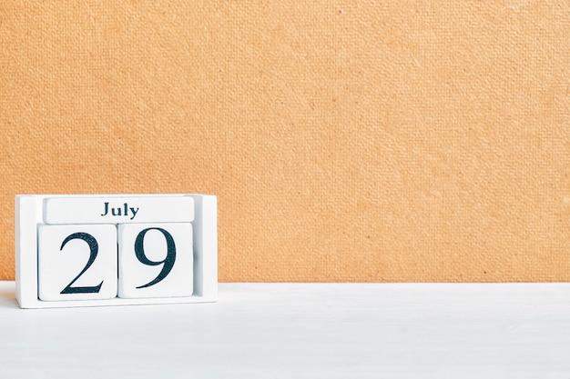 29-ое июля - концепция календаря месяца двадцать девятого дня на деревянных блоках. копировать пространство