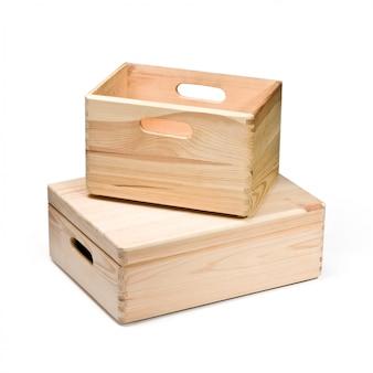 白で隔離される2つの空の木箱