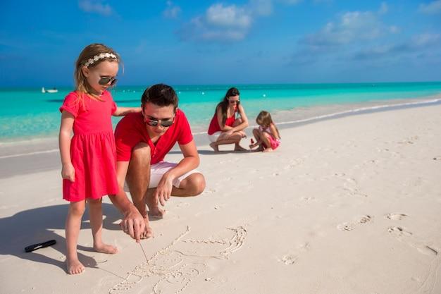 夏休みに2人の女の子と幸せな家族