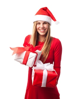2贈り物を持つ女性
