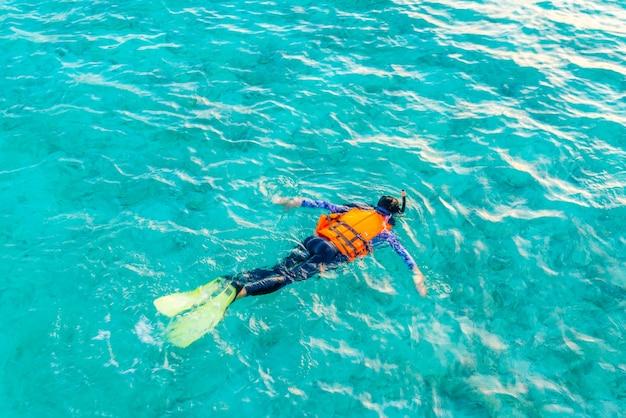 水2人の女性太平洋男性