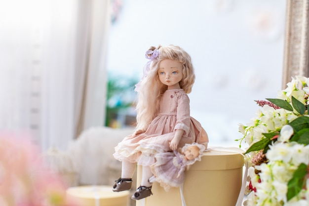 2つのテキスタイル人形、デザイナー人形。