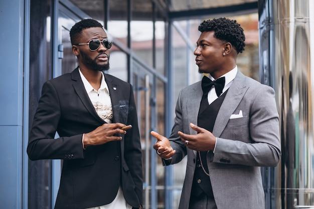 一緒に会議2つのアフリカの実業家