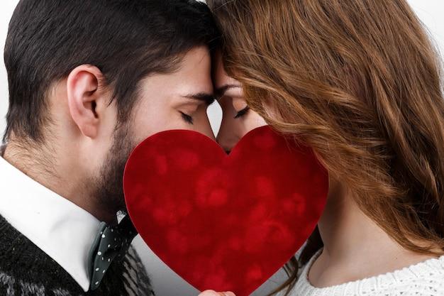 ロマンチックなキュートな2つの日付を満たします