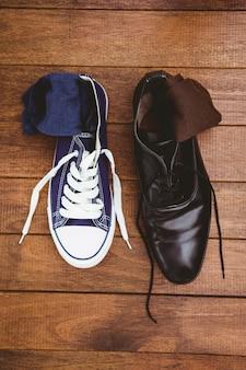2つの異なる靴の眺め