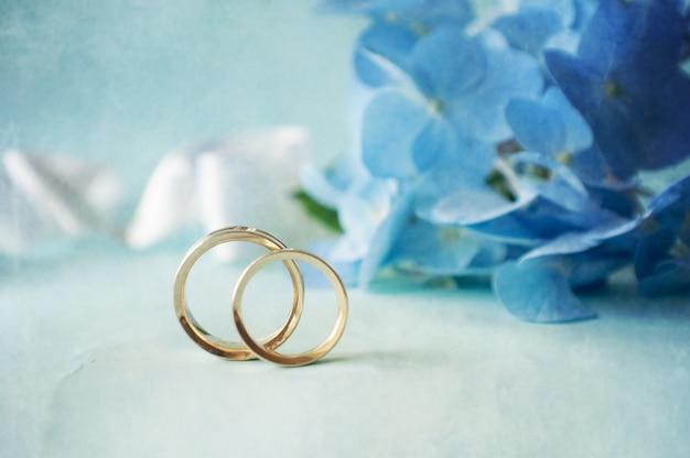 2つの結婚指輪とオルテンシア花