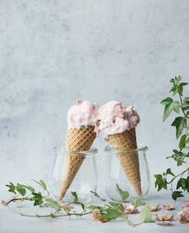 グラスに2つのアイスクリーム