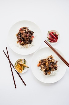 アジア料理の2つの部分
