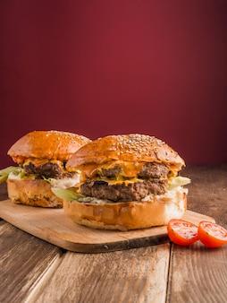 2つのアメリカンハンバーガー