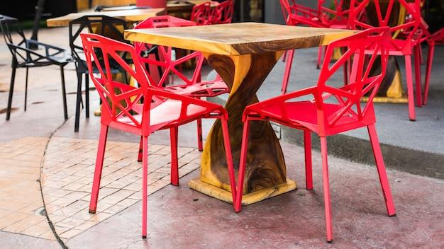 テーブルと椅子2脚
