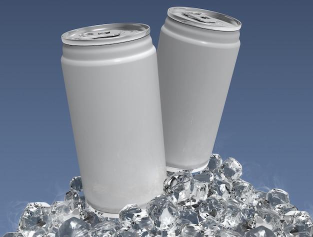 空白の2つのアルミ缶がモックアップし、明確な背景にアイスキューブ。