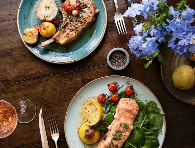 2つの食品写真レシピのアイデアのテーブル