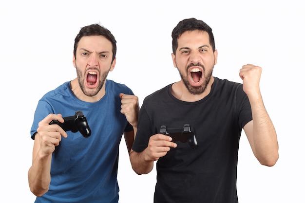 ビデオゲームをプレイする2人の友人
