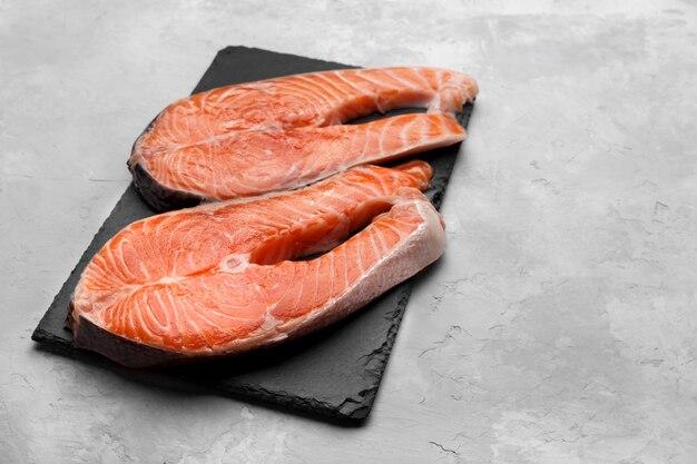 赤魚サーモンの2つのスライス
