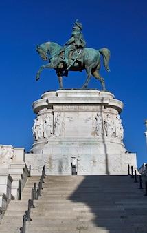 ビクターエマニュエル2世の記念碑の彫像