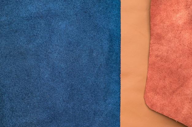 2つのセクション、テクスチャの背景、生地の部門を分割する紺と褐色の革を閉じます