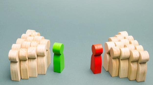 2つのチームのリーダー間の衝突
