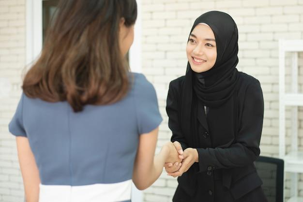 Встреча успеха 2 предпринимателей мусульманская
