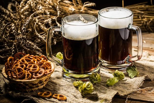 小麦とホップ、プレッツェルのバスケット2タンカービール