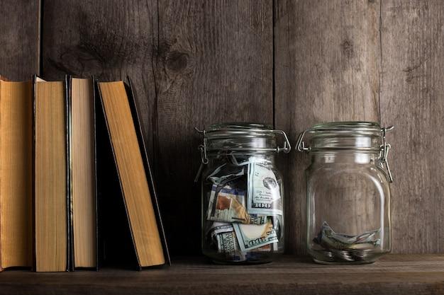 金額とテキスト用のスペースが異なる2つの貯金箱