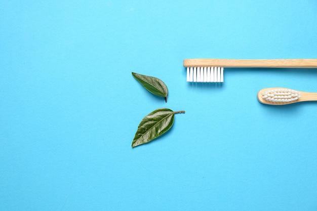 2つの木製竹エコフレンドリーな歯ブラシ