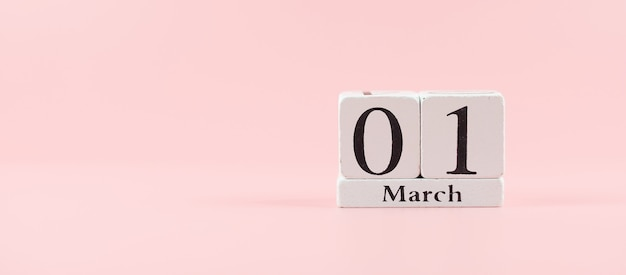 テキストのコピースペースを持つ3月1日のカレンダー。愛、平等、国際的な女性の日のコンセプト